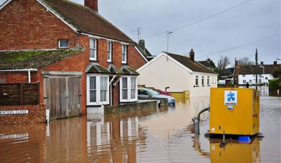 Floods in UK: Storm front expected to move north