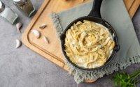 Fettuccine Alfredo: Λαχταριστά, κρεμώδη ζυμαρικά με μόλις 3 υλικά