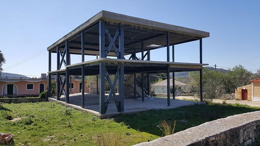 ΕΥΚΑΙΡΙΑ- Πωλείται διώροφη κατασκευή, εντός οικοπέδου 613τ.μ στα Ραζάτα