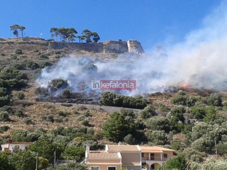 Τώρα: Φωτιά στο Κάστρο Αγίου Γεωργίου